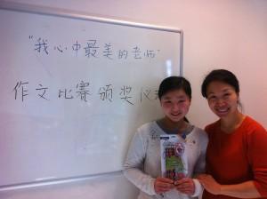 徐彤彤(左一)