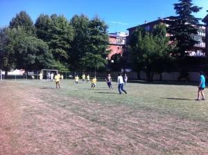 丰富多彩的课间时光---踢足球