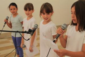 意大利参赛小选手Greta(左一)、Chantal(左二)、Jasmin(右二)及Siria(右一)的精彩朗诵博得了台下雷鸣般的掌声